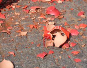 Ostern in Kerkyra: Scherben bringen Glück
