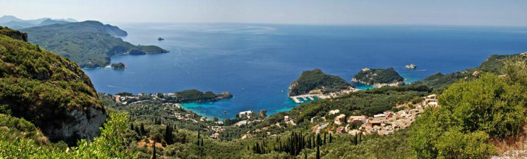 Strände auf Korfu Paleokastritsa mit Bucht und Stränden
