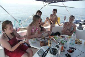 Familien-Segelreisen mit Kindern: Was muss mit?