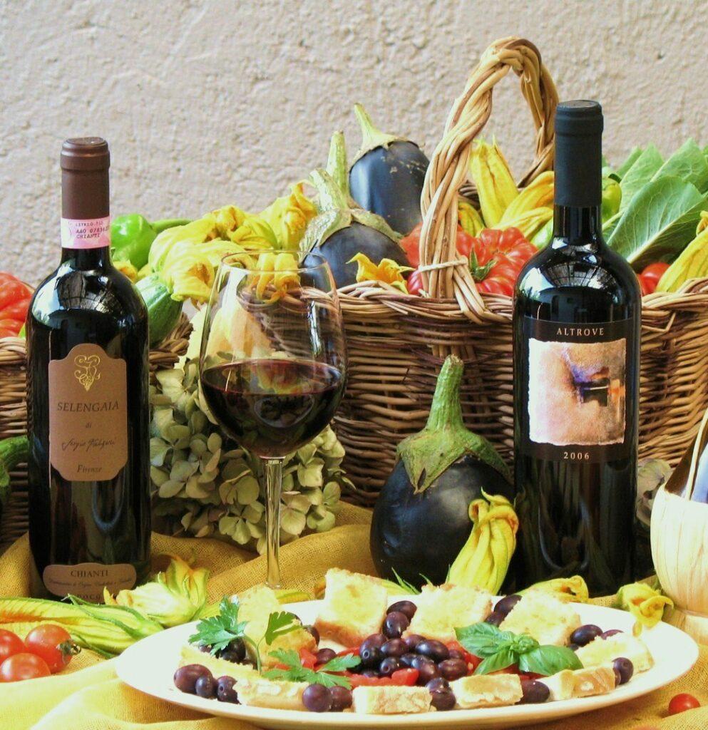 Antipasti, Wein und frisches Gemüse