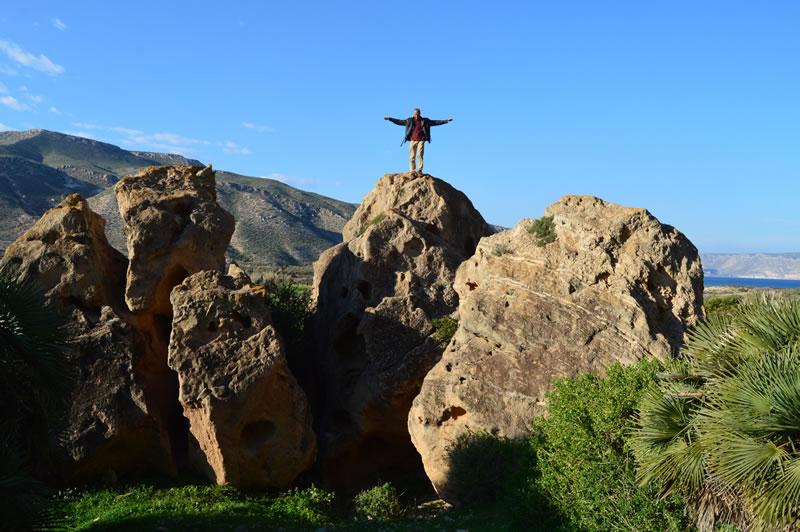 Mann auf Felsen