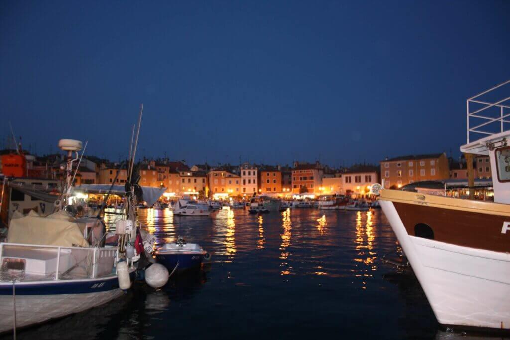 Rovinj am Abend-Hafen
