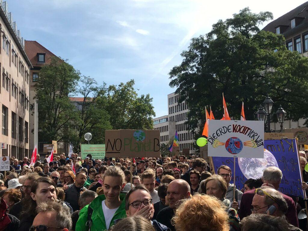 klimastreik fridays for future nuernberg menschenmasse