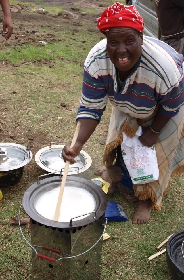 Brennholzkocher in Lesotho (Quelle: atmosfair.de)